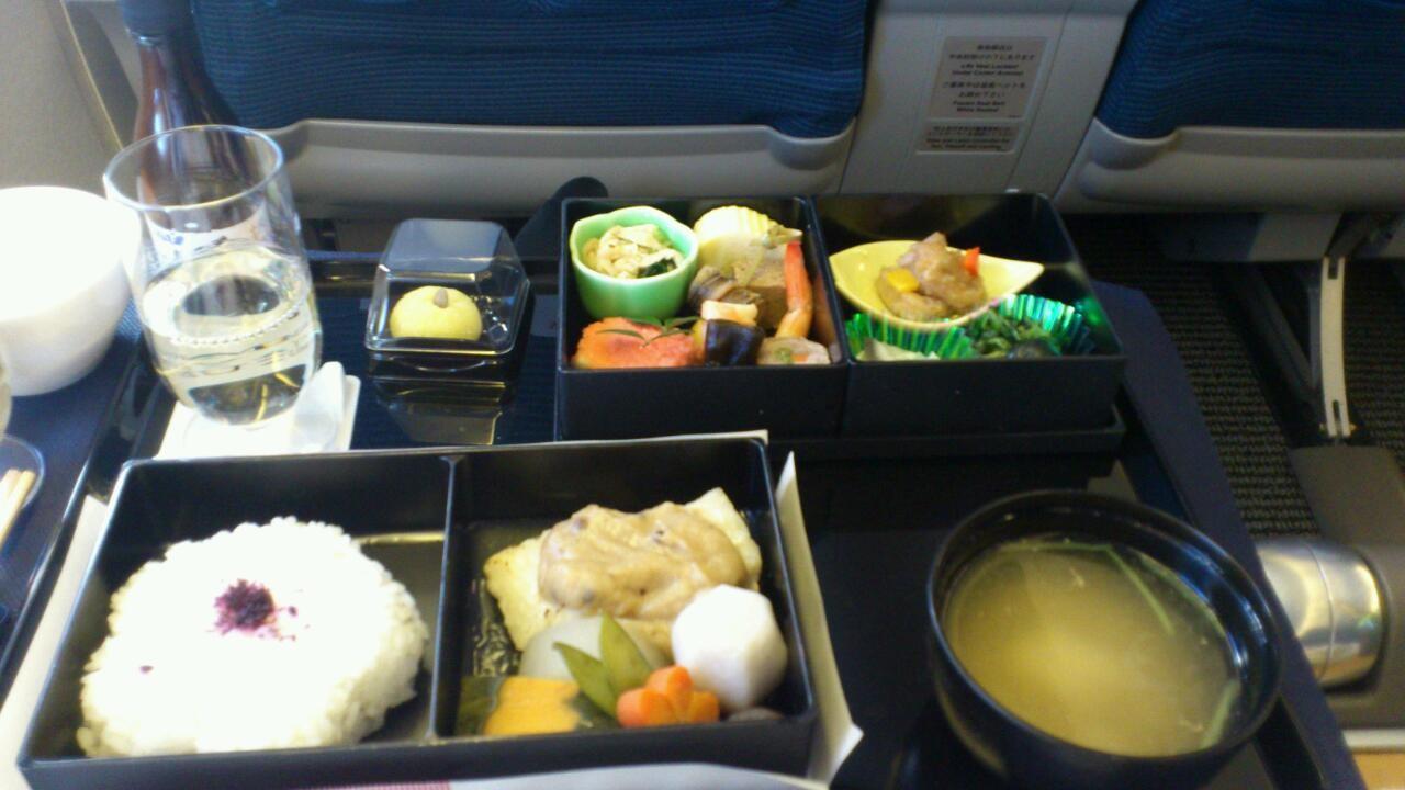 今日の機内食は、西京焼きでしたっ。