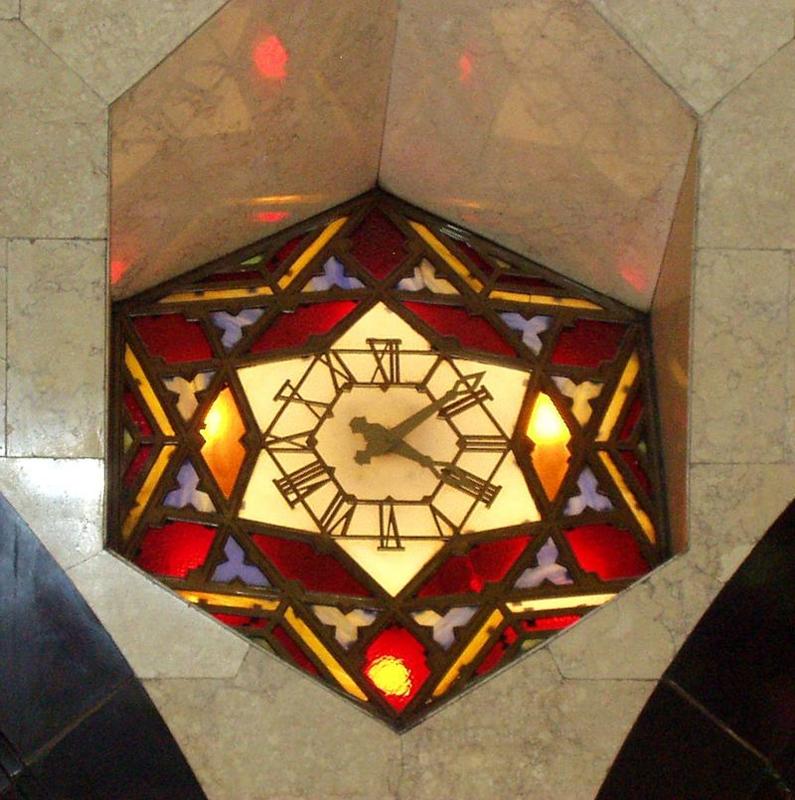 大丸心斎橋のステンドグラスの時計