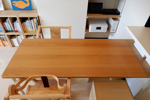 1LDKのダイニングテーブルは無印システムデスク