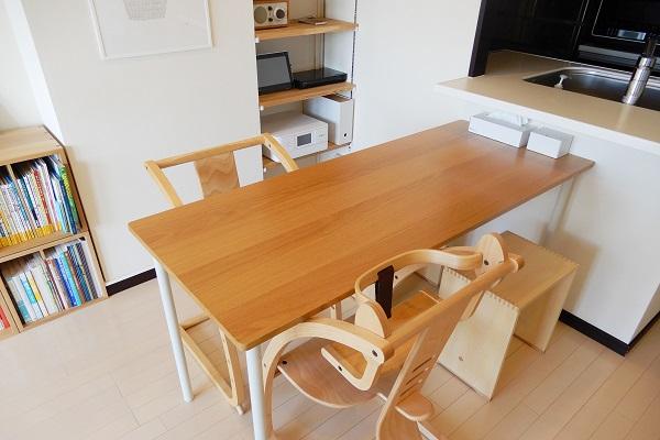 1LDKダイニングテーブルは奥行60cm
