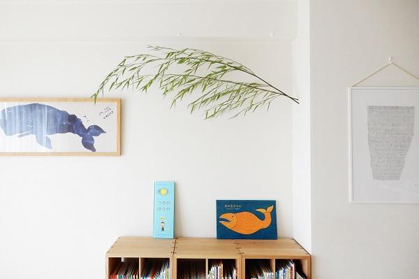 リビングの本棚の上に笹飾り
