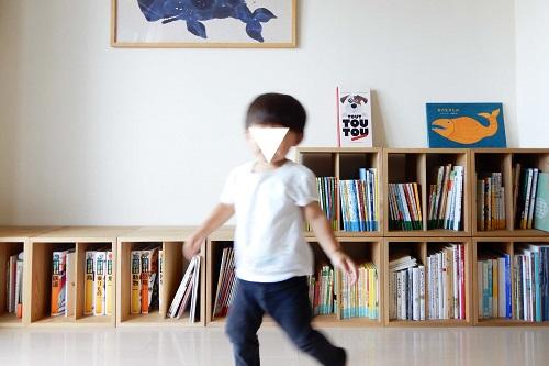 1歳児も片付けられた色探しゲーム