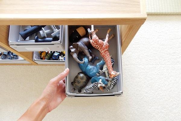フィギュアは箱でざっくり収納