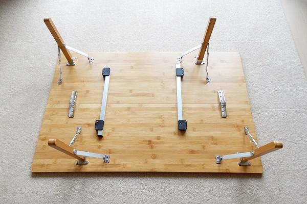 ロゴスの折り畳みアウトドアテーブルの裏面