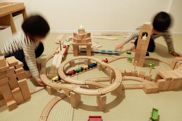 MICKI社木製レールとロードシステムと積み木の街