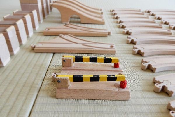 MICKI木製レールの踏切の幅を広げたDIY跡