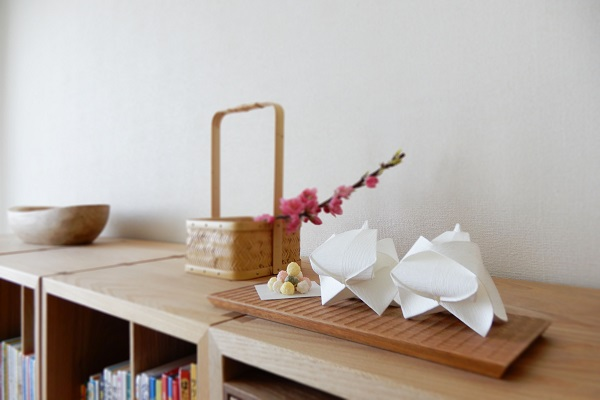 桃の花と小笠原雛