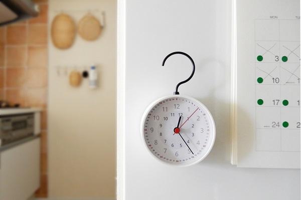 IKEAのリメイク知育時計を身支度コーナーに設置