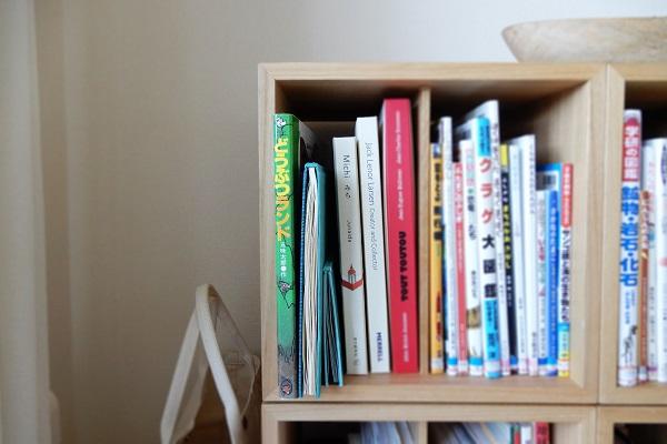 屏風絵本を本棚に収納