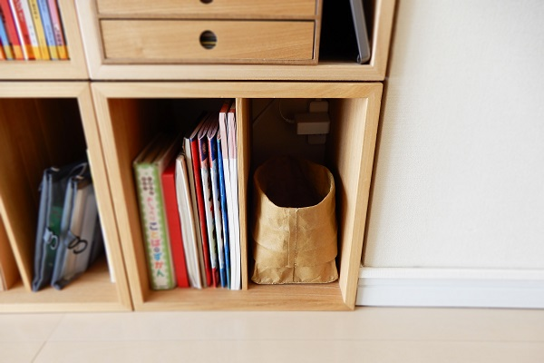 便利になった本棚に電源タップ