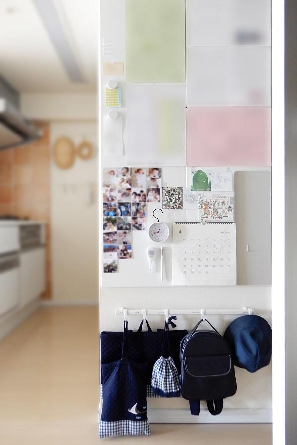 子供の身支度スペースは壁面を活用