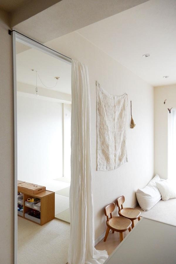 寝室はカーテンで仕切る