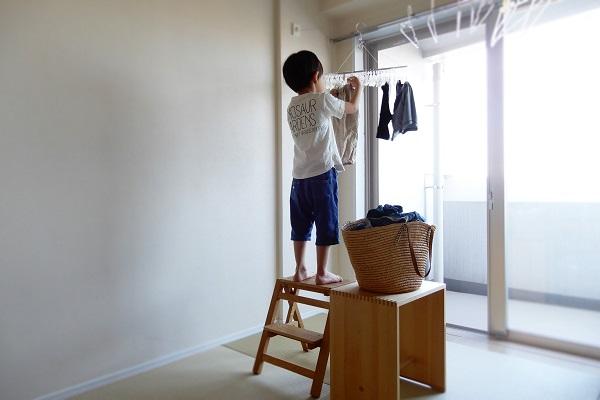 洗濯物を外すお手伝い