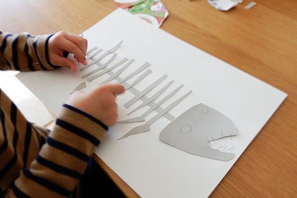 恐竜の化石を紙工作