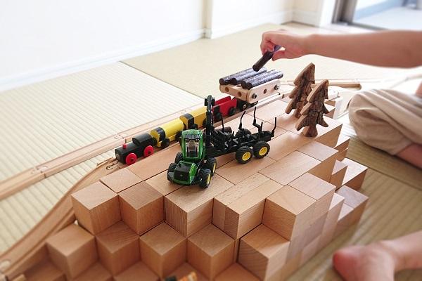 積み木とBRIOビルダーで森林鉄道