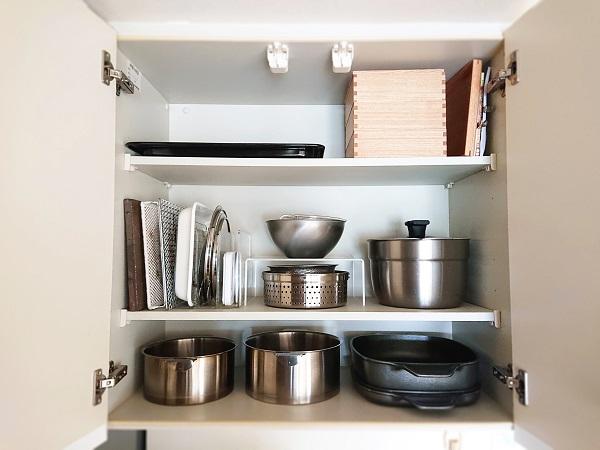 調理器具は吊戸棚に収納