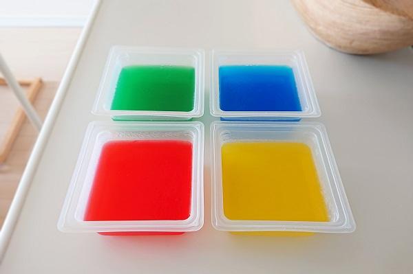食紅で4色の寒天作り