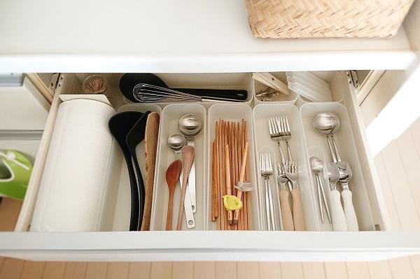 カトラリーと調理器具収納