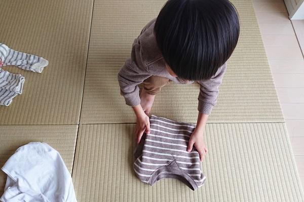 洗濯物を畳むお手伝い