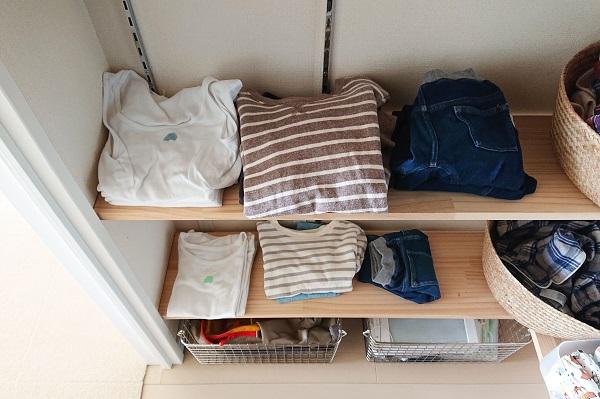 服の管理がしやすいオープン棚収納