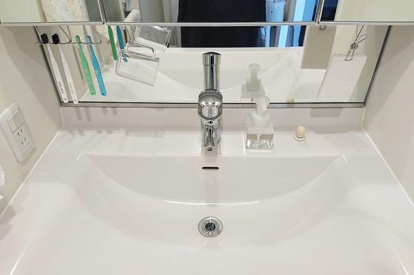 洗面化粧台の歯ブラシ収納