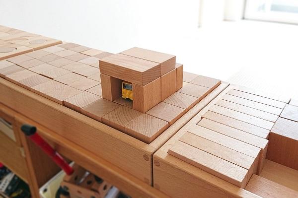 積み木箱で積み木遊び