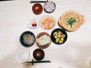 紅しょうが 味噌汁 ご飯 美味しい  漬物  イカ ゲソ 豆腐 煮物 お浸し もやし ユーカリ もち麦 ココナッツオイル