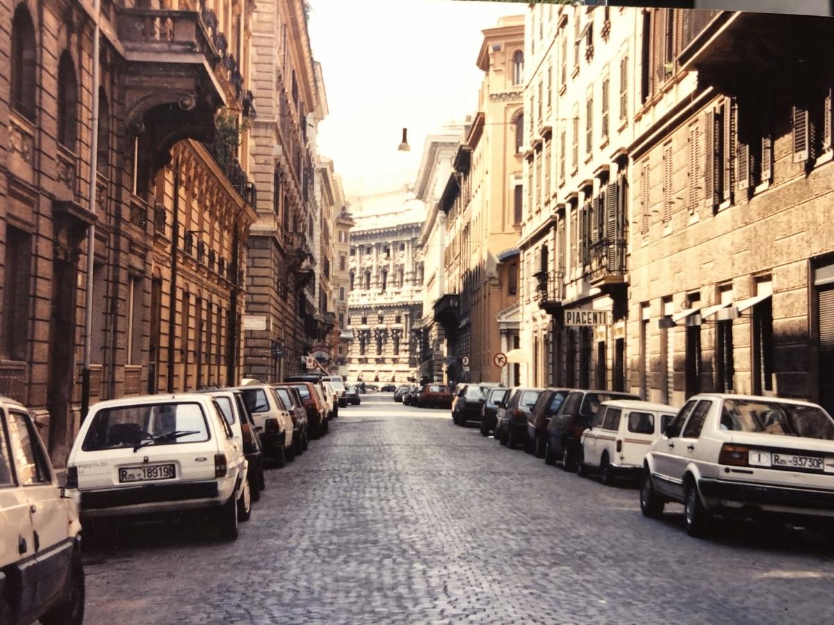 ホテル前の古い町並み