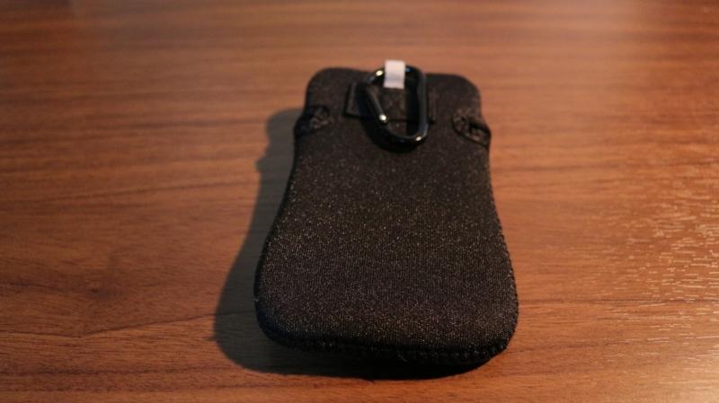 ELECOM スマートフォン汎用ポーチ ネオプレン カラビナフック付 ブラッ
