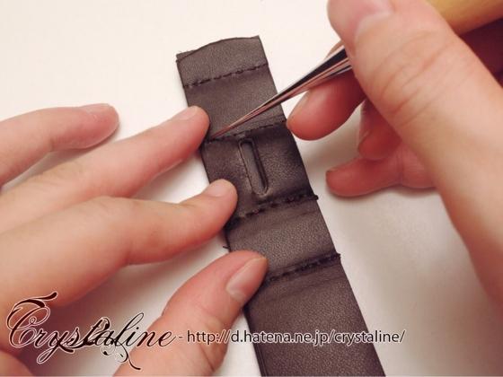 スチームパンクハーネスの作り方 ベルト金具用の穴をなぞる