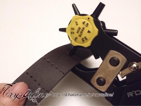 スチームパンクハーネスの作り方 ベルト穴あけ機で穴を開ける