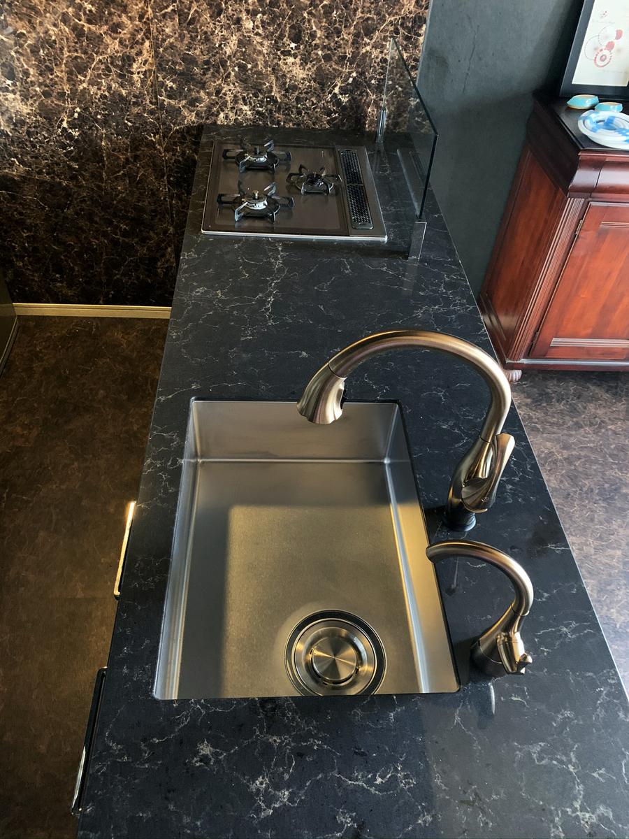 クォーツストーン黒 キッチンカウンター デルタ水栓 タッチ水栓 オアシックスプレミアム