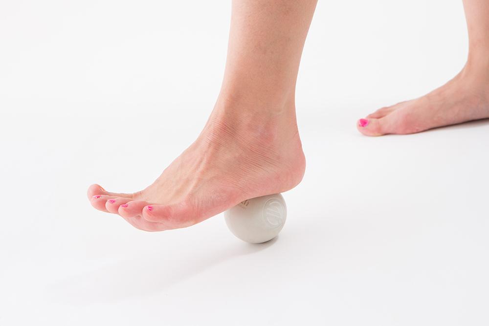 脚とゴルフボール