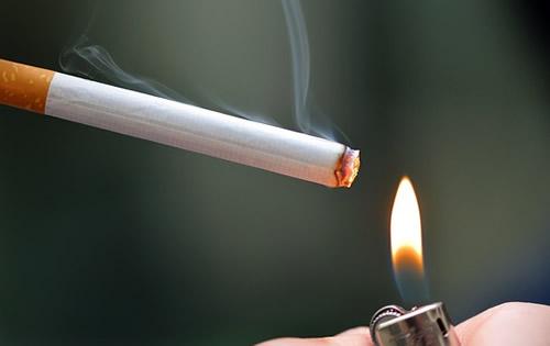2年後、最初の煙草一本を吸う