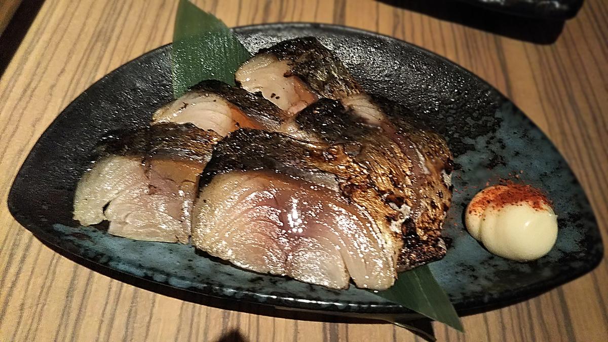 京都四条にある秀寅のコース内容の一つ、しめ鯖の燻製炙り