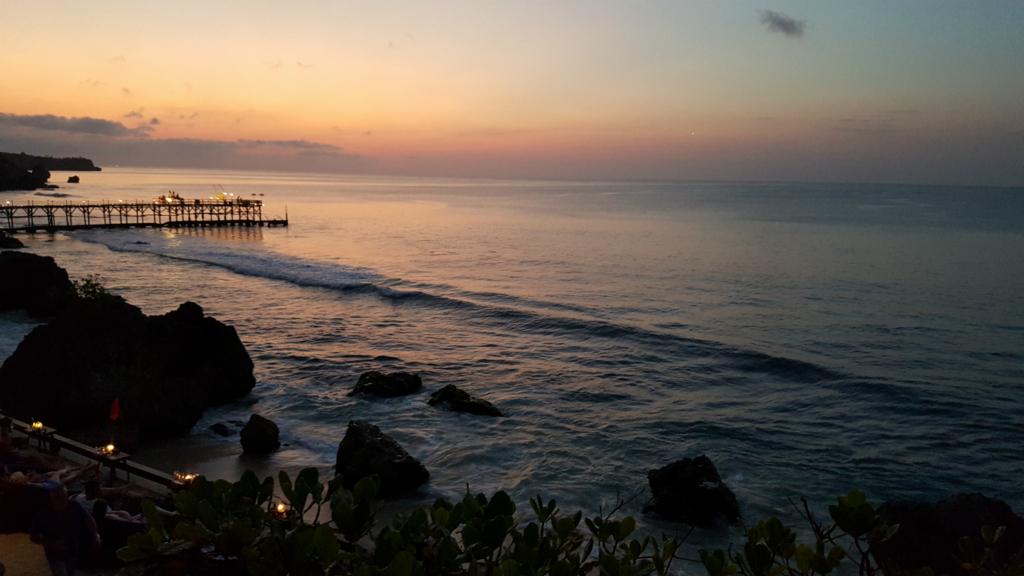 インド洋と沈んでいく夕日