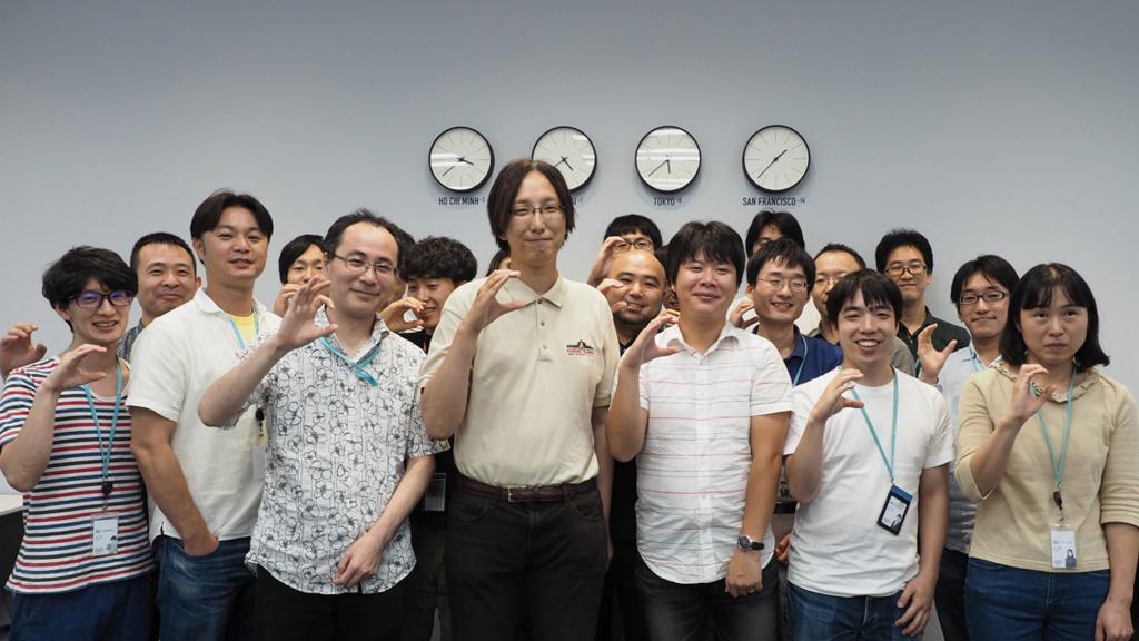 サイボウズSREチームと、小崎さん、武内さんの集合写真