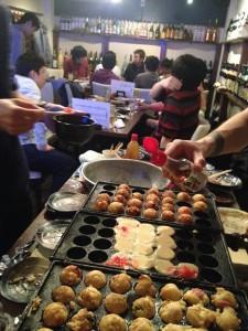 1 日目終了時には、たこ焼きパーティが開催されました