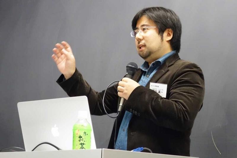 「変化を楽しむエンジニアになる」と題して講演する藤川さん