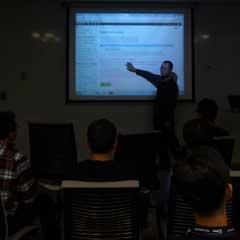 Technical Seminar 2012で講演する、サイボウズの山本泰宇。