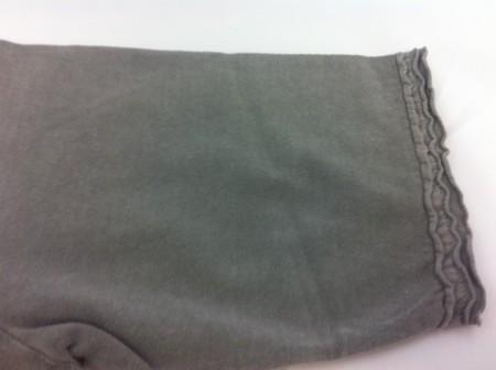 衿、裾、袖口のカットオフデザイン