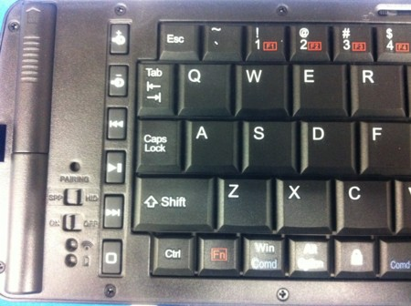 折りたたみ式 Bluetoothキーボード左側