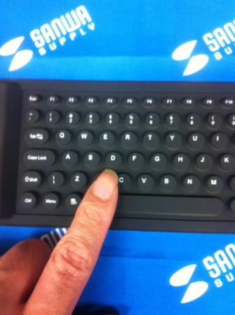iPhone・iPad Bluetoothシリコンキーボード(ブラック)
