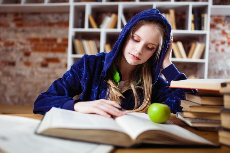 勉強する大人
