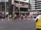 日本橋交差点を疾走する東京マラソン2012参加ランナー之圖