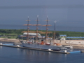 あいの風プロムナードより望む帆船海王丸之圖