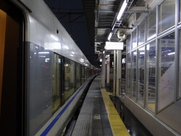 敦賀駅に停車中の特急サンダーバード683系之圖