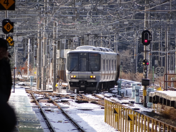 近江今津駅に入線する続行臨時列車223系之圖