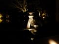 闇夜に浮かぶ徽軫灯籠之圖