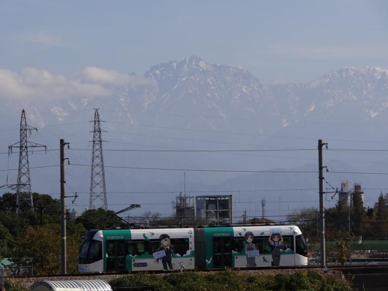 富山ライトレール鉄道むすめラッピング電車と剱岳第壹圖